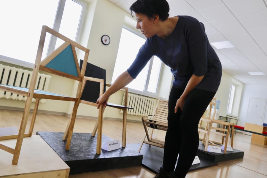 Galerii: kolledži tudengid sättisid oma toolid näitusele