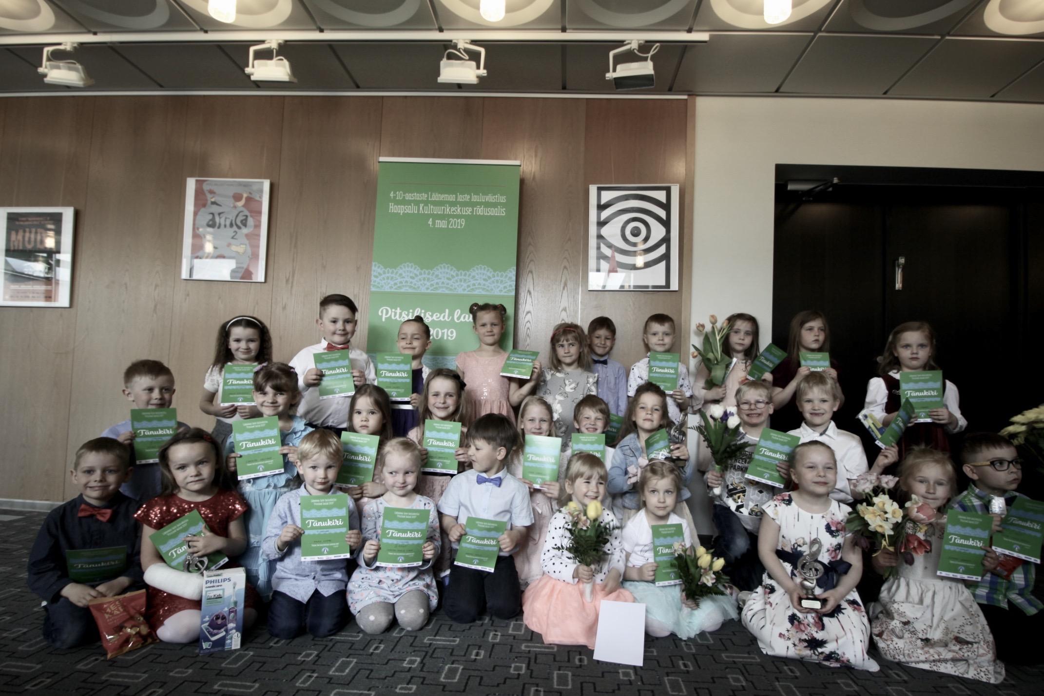 53e7ef17539 Laupäeval toimus Läänemaa laste lauluvõistlus Pitsilised laulud 2019.  Osalisi oli võistlusel kokku 63 ja lapsed esinesid Hain Hõlpuse bändi  saatel.