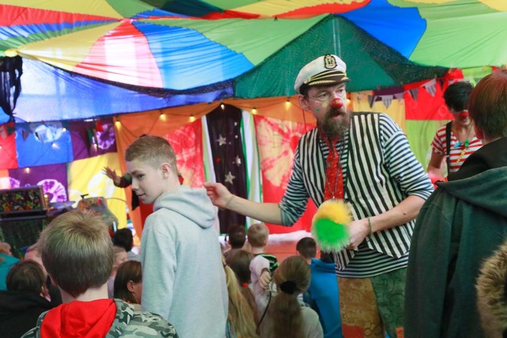 Galerii: Viigi kooli lapsed tegid tsirkuseetenduse